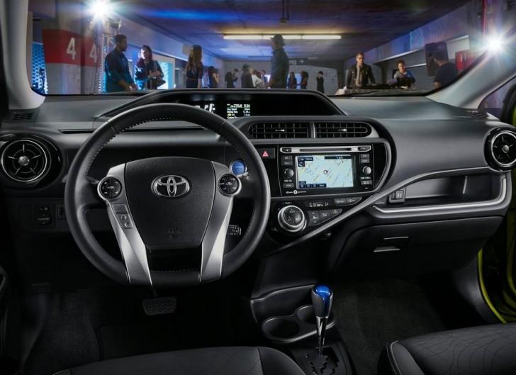 Toyota Prius c 2015 08