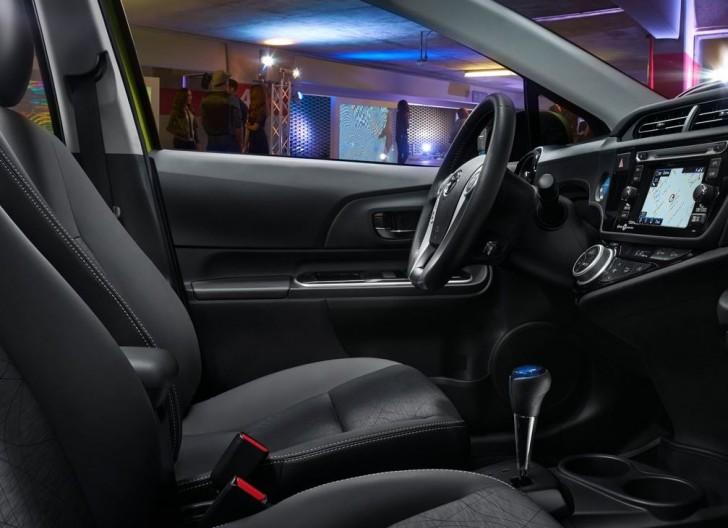 Toyota Prius c 2015 09