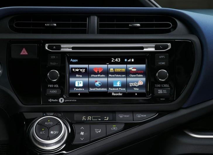 Toyota Prius c 2015 10