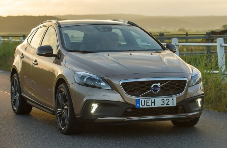 Volvo V40 Cross Country 2014 01