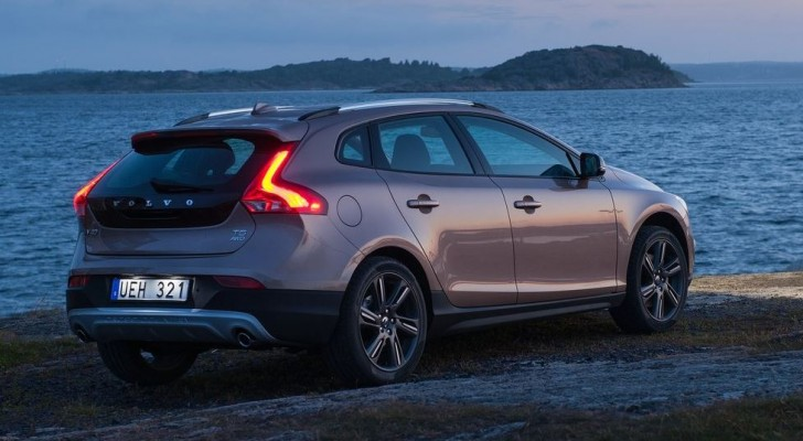 Volvo V40 Cross Country 2014 04