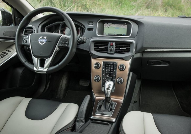 Volvo V40 Cross Country 2014 08