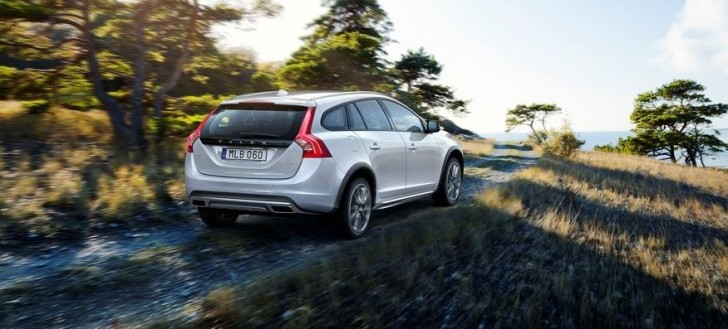 Volvo V60 Cross Country 2016 05