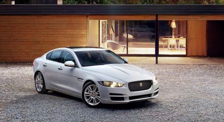 Jaguar XE 2016 01
