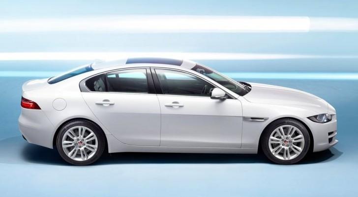 Jaguar XE 2016 03