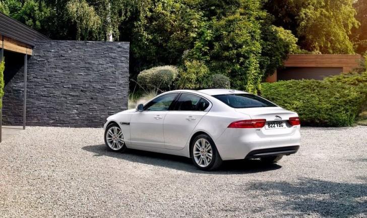 Jaguar XE 2016 04