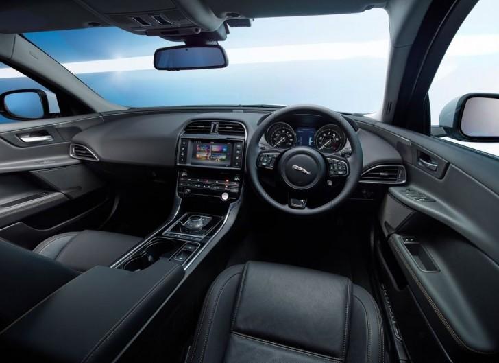 Jaguar XE 2016 11