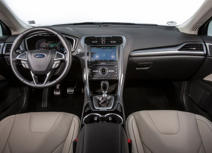 Ford Mondeo Wagon 2015 09