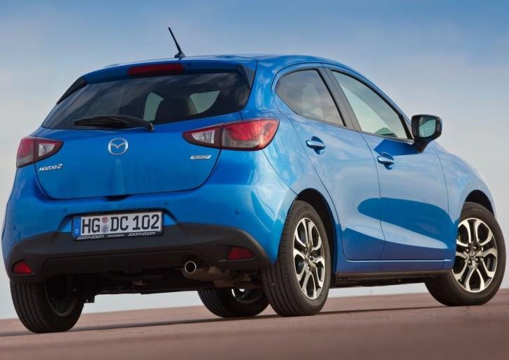 Mazda 2 2015 03