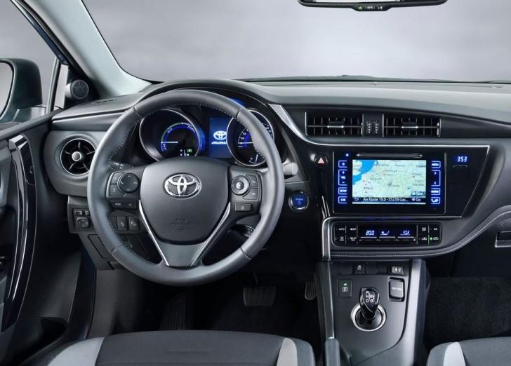 Toyota Auris 2016 03
