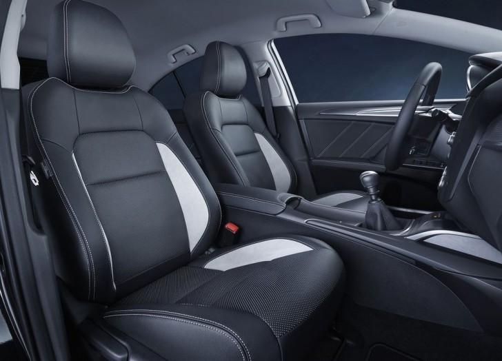 Toyota Avensis 2016 10