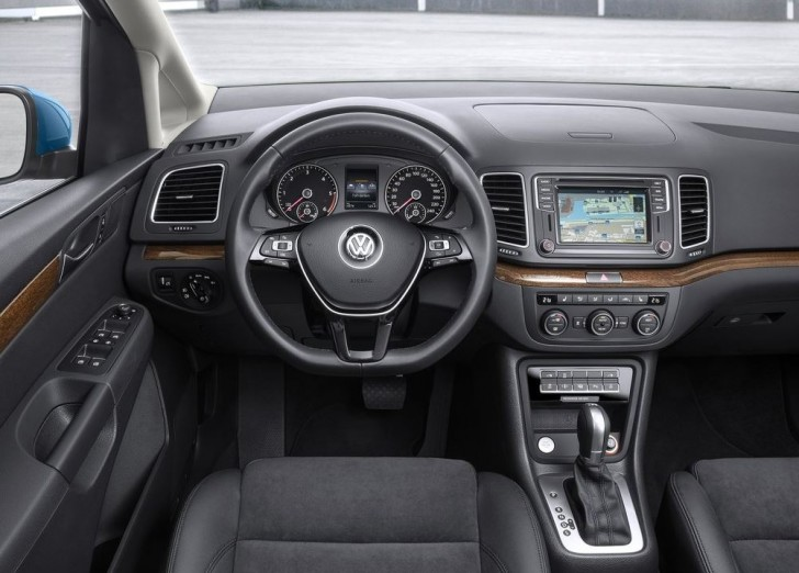 Volkswagen Sharan 2016 07