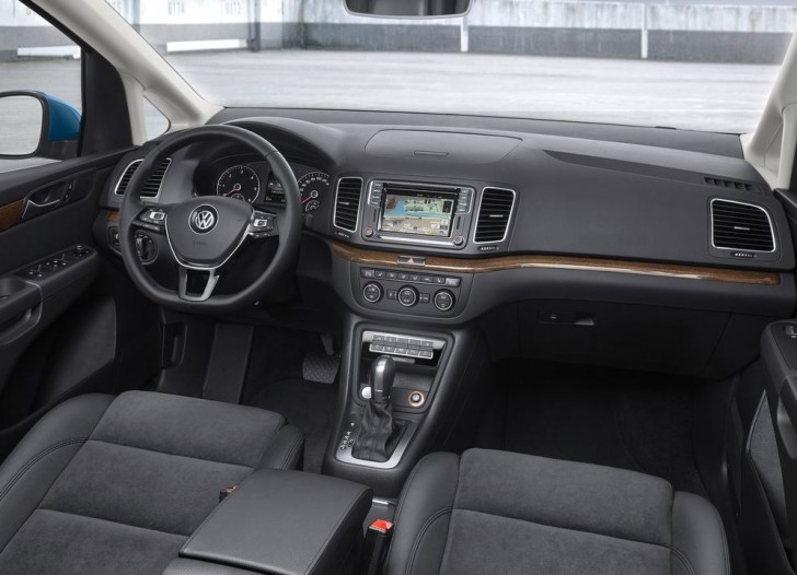 Volkswagen Sharan 2016 08
