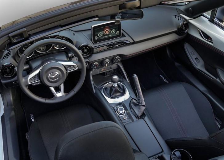 Mazda MX-5 Club 2016 07
