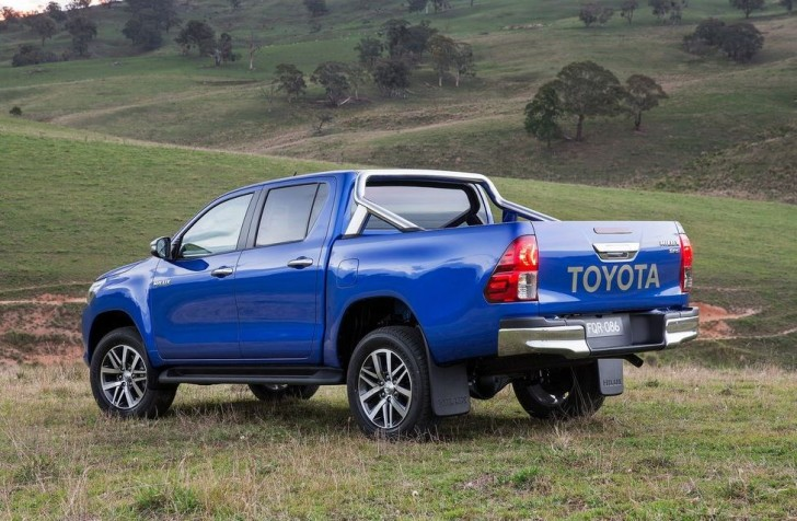 Toyota HiLux 2016 02
