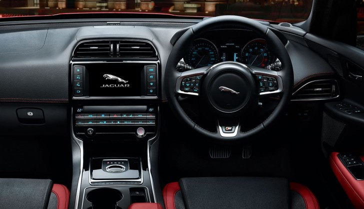 jaguar XE 2015 11