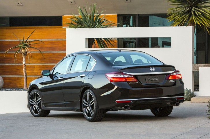 2016-honda-accord-touring-rear-side-view