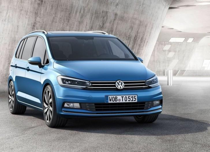 Volkswagen Touran 2016 01