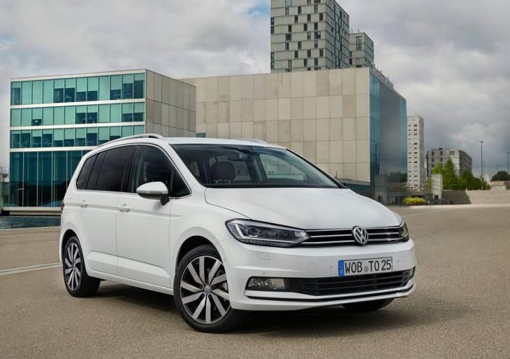 Volkswagen Touran 2016 02