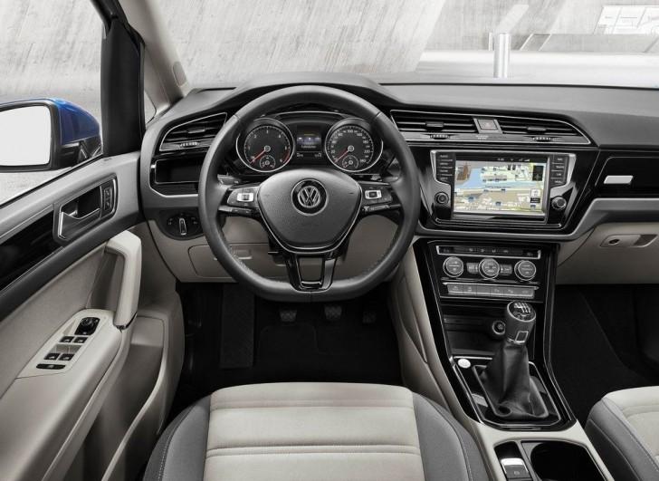 Volkswagen Touran 2016 12