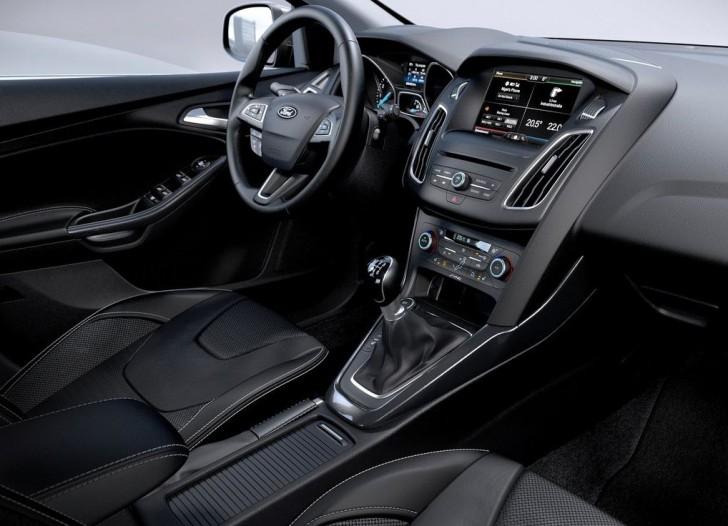フォード フォーカス 2015 09