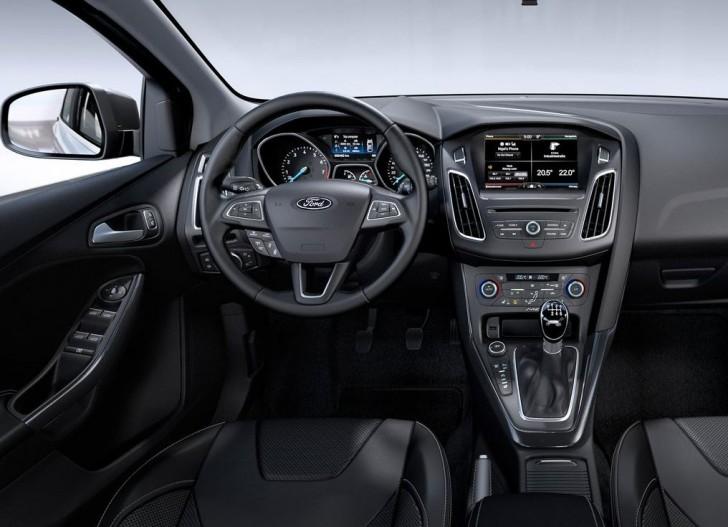 フォード フォーカス 2015 08