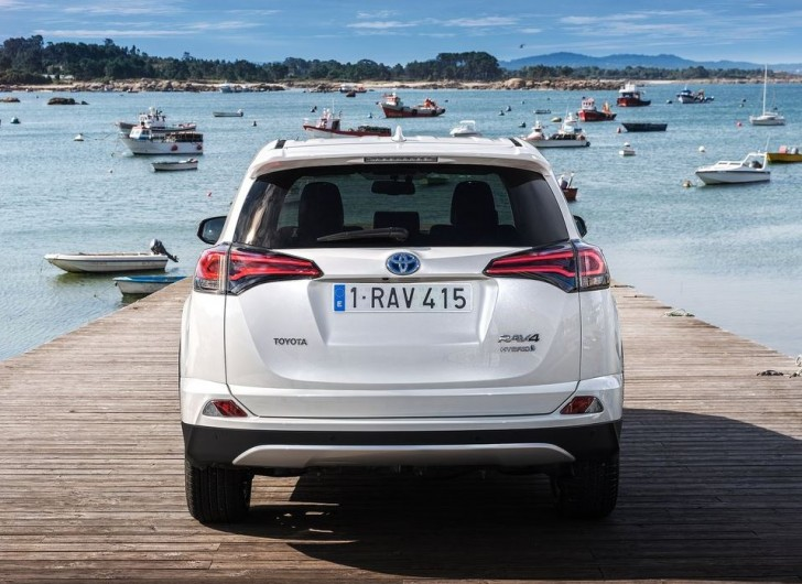 Toyota RAV4 Hybrid EU-Version 2016 13