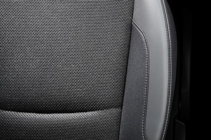 XV ハイブリッドのシートはシルバーのステッチを採用