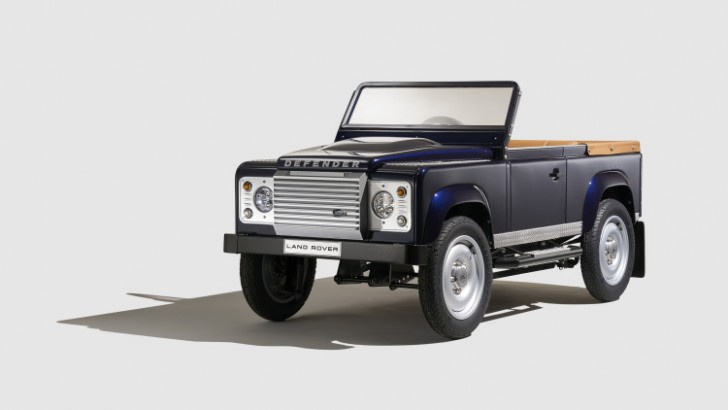 land-rover-defender-pedal-car-001-1