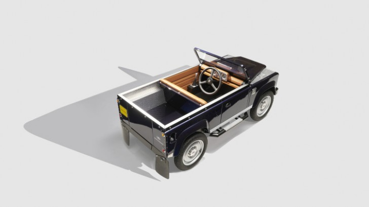 land-rover-defender-pedal-car-008-1