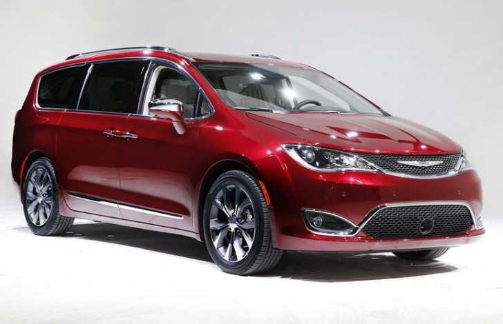 2017 Chrysler Pacifica 01