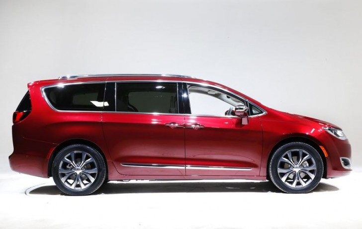 2017 Chrysler Pacifica 02