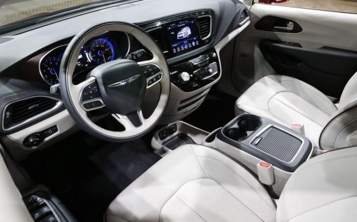 2017 Chrysler Pacifica 04