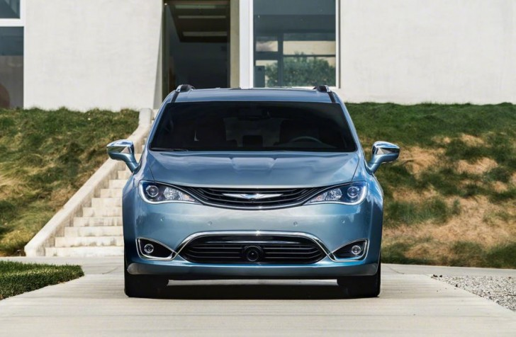 2017 Chrysler Pacifica hybrid 06