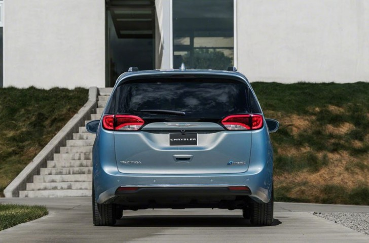 2017 Chrysler Pacifica hybrid 07