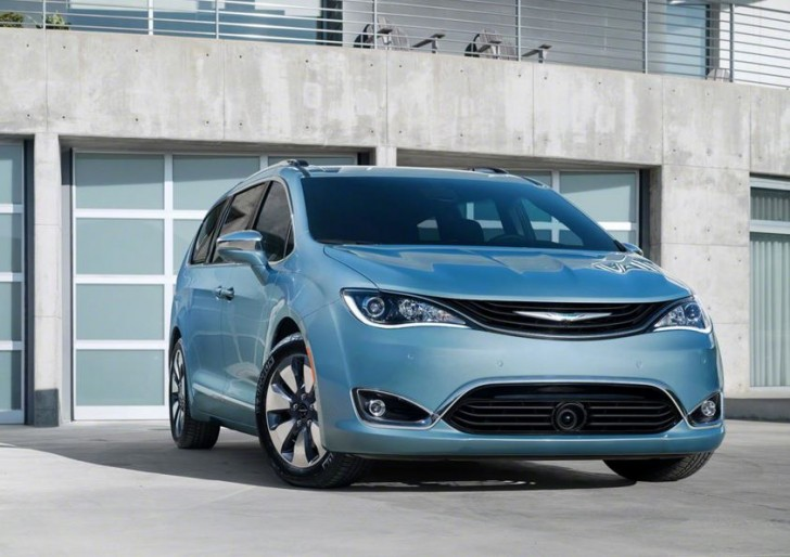 2017 Chrysler Pacifica hybrid 08