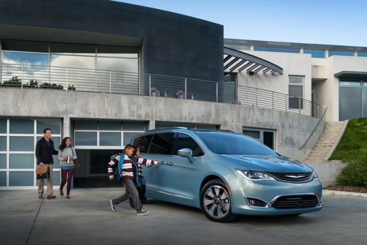2017 Chrysler Pacifica hybrid 09
