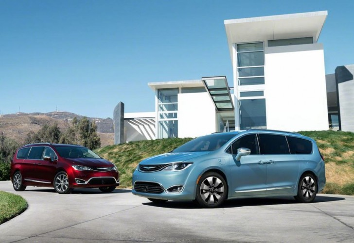 2017 Chrysler Pacifica hybrid 10