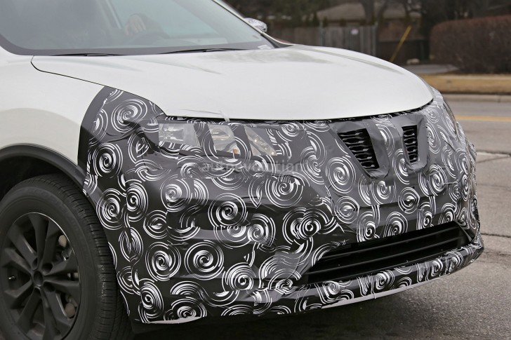 2017-nissan-rogue-spied-with-cosmetic-updates_12