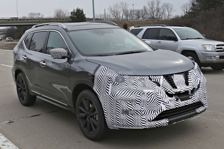 2017-nissan-rogue-spied-with-cosmetic-updates_3