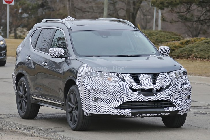 2017-nissan-rogue-spied-with-cosmetic-updates_4