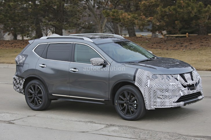 2017-nissan-rogue-spied-with-cosmetic-updates_6