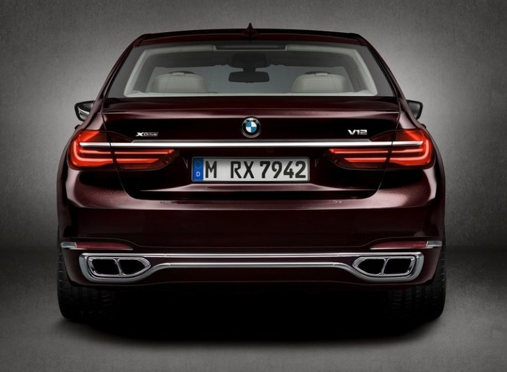 BMW M760Li xDrive 2017 05