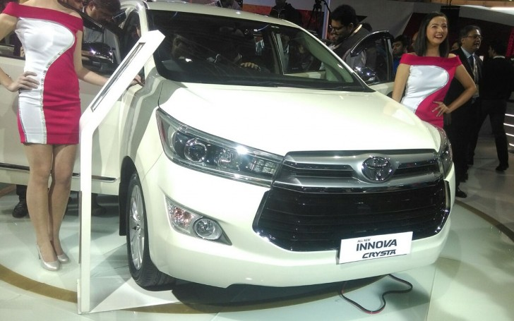 INNOVA CRYSTA TOYOTA india 2016 01