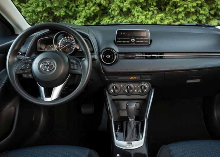 Toyota Yaris Sedan 2016 07