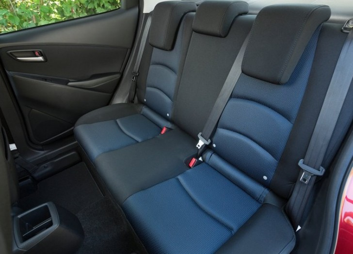 Toyota Yaris Sedan 2016 08