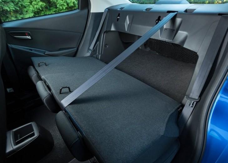 Toyota Yaris Sedan 2016 09