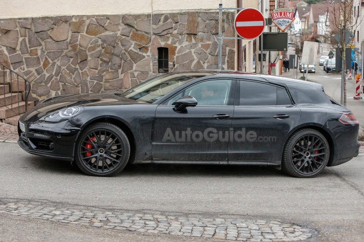 porsche-panamera-shooting-brake-spy-photos-05