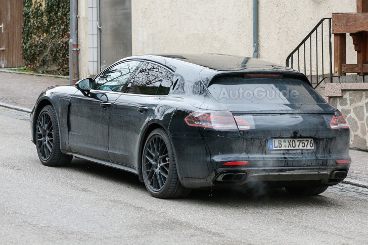 porsche-panamera-shooting-brake-spy-photos-08