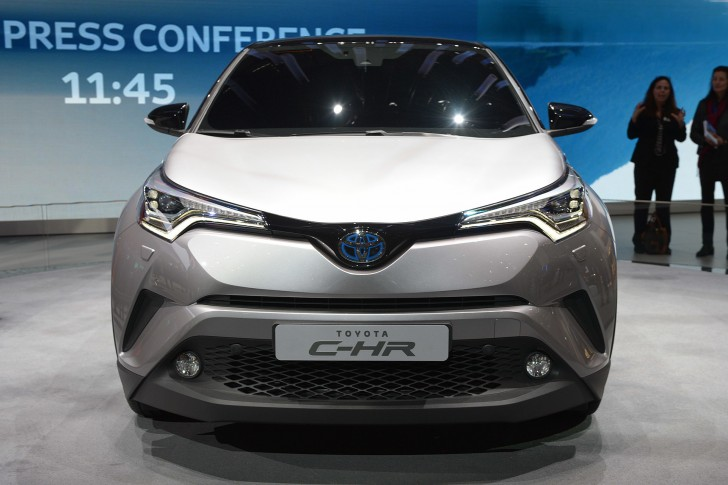 07-2017-toyota-c-hr-hybrid-geneva-1